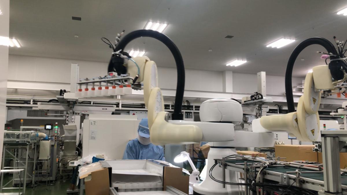 作業者と協働型ロボットが一緒に仕事をしている状態