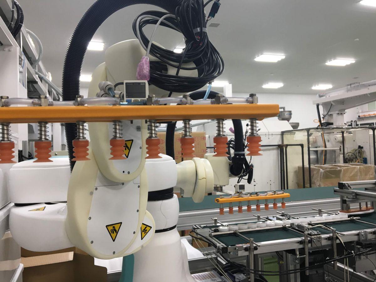 川崎重工社製、協働型スカラロボットduAro-2の稼働画像